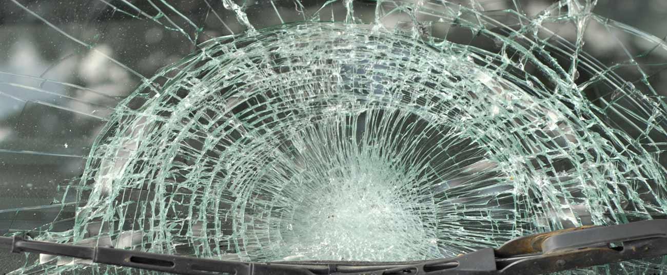תאונת דרכים - שמשה שבורה